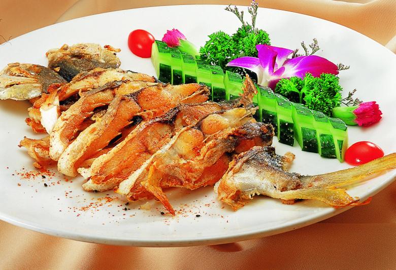 香煎金鲳鱼图片基围虾小龙虾哪个好吃图片