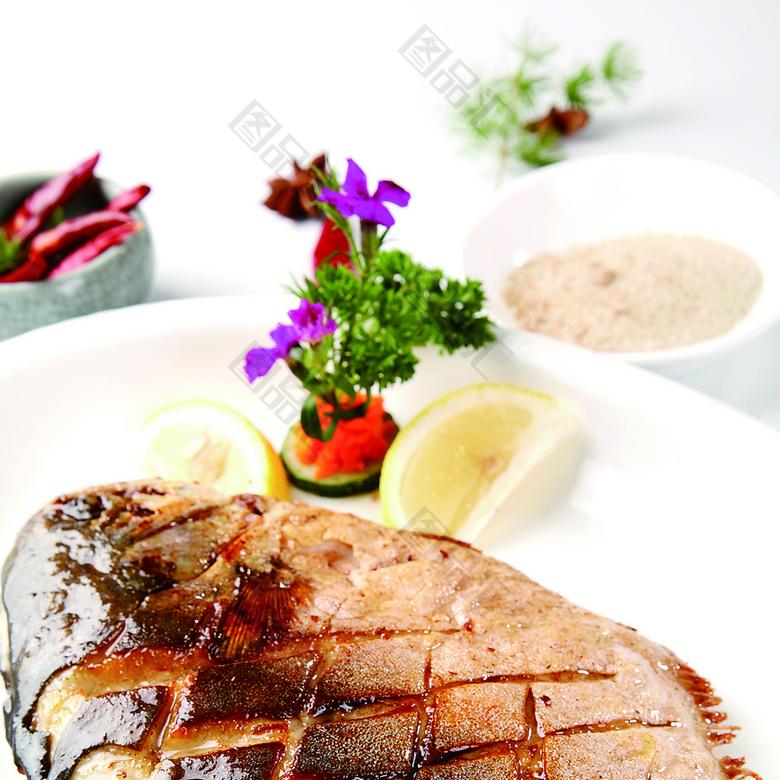 香煎鲳鱼北京豆腐汤图片